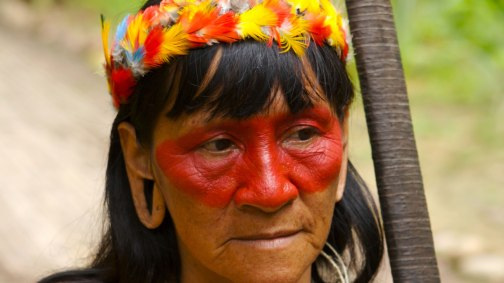 Mujer-cazadora-de-la-Amazonia-ecuatoriana