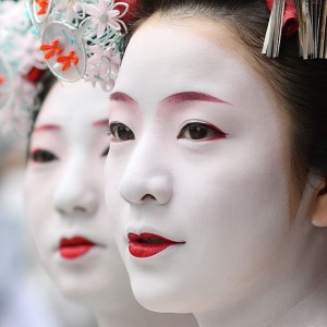 traditional-geisha-makeup-5433500d0cc2e-1024x1024